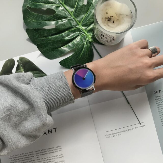New unique Men/women Sport Turntable Wrist Watch Colorful Dial Creative Watches Casual Student Winter Quartz Watches for Xmas Gift Clock